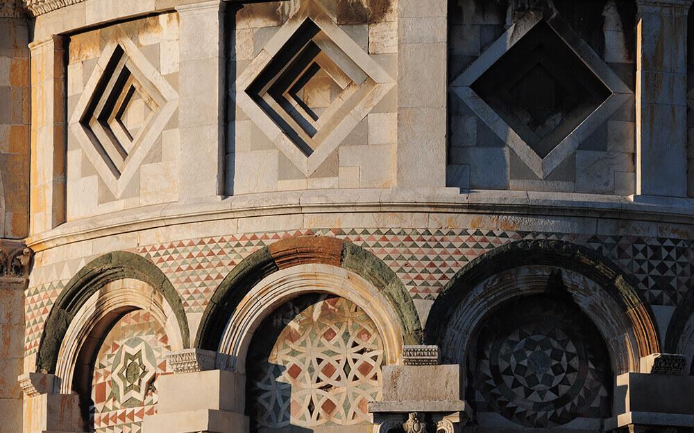 Tuscanyatheart_embroderies of stones13